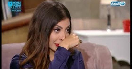 """شاهد بالفيديو """"فتاة كفيفة تطلب اللقاء بتامر حسني وتبكي الإعلامية دعاء صالح"""
