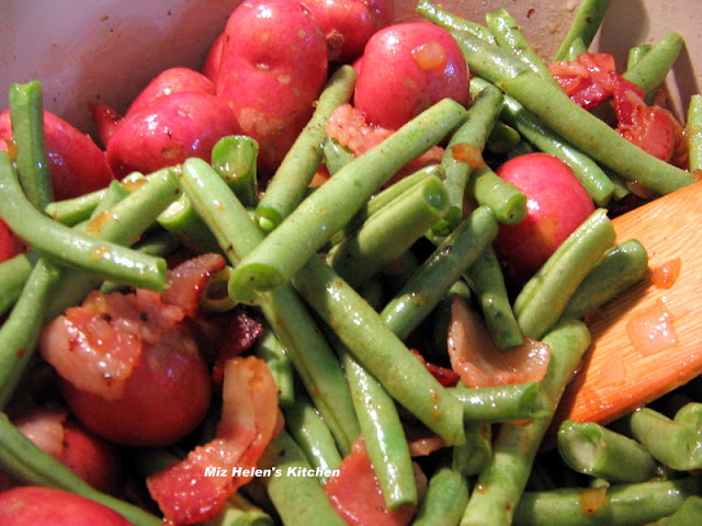 Fresh Green Beans and New Potatoes at Miz Helen's Country Cottage