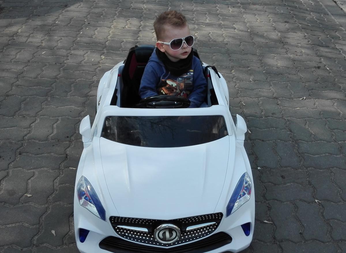 samochód na akumulatror