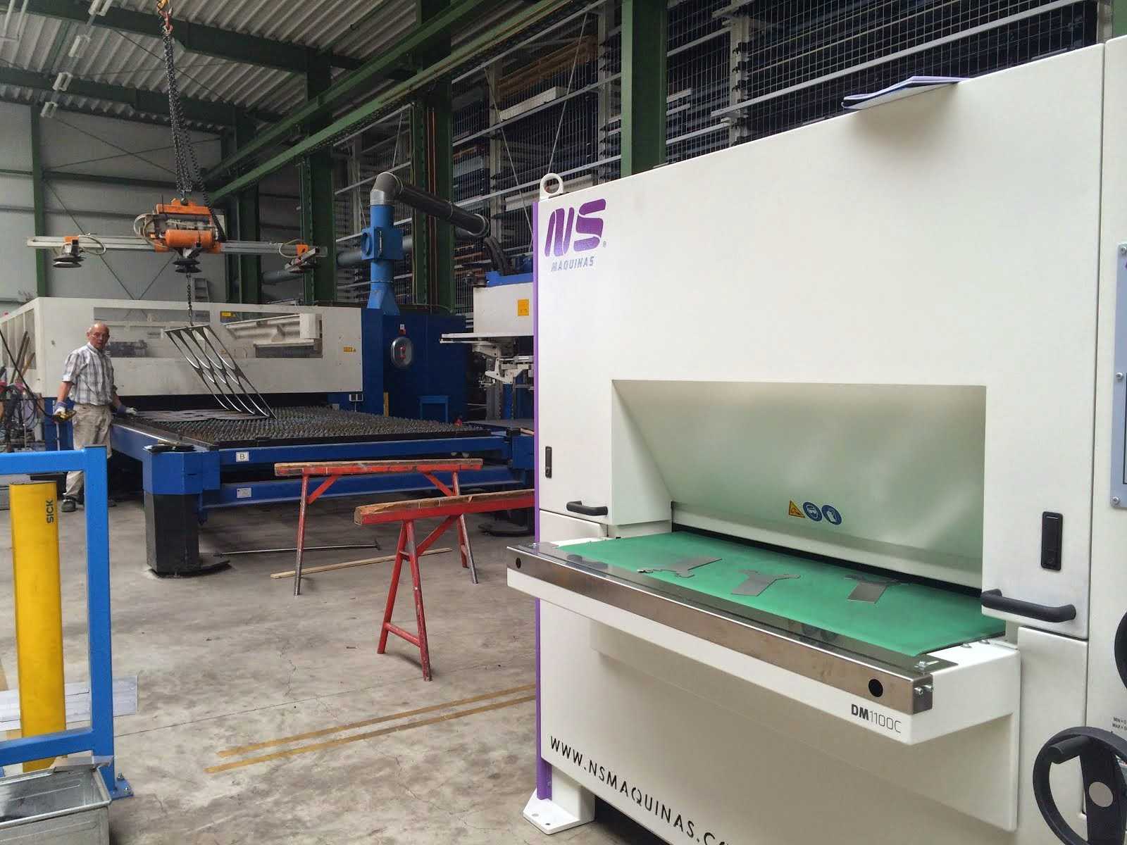 Sheet Metal Deburring Machines: DM1100 C: Stainless Steel