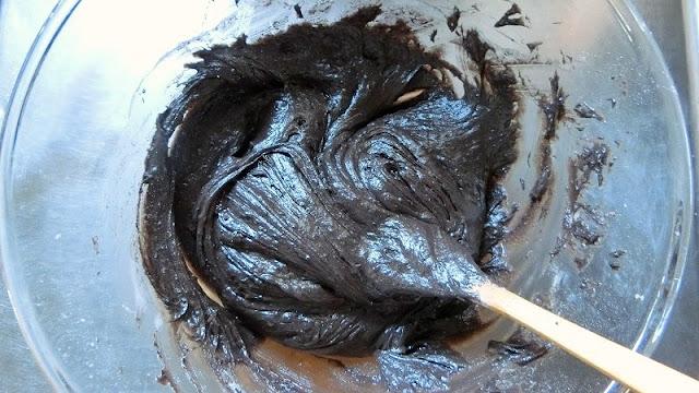 木べらで粉っぽさがなくなるまで混ぜる。