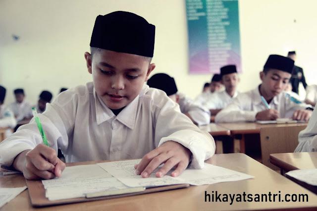 Di Pesantren, Ujian Untuk Belajar Bukan Belajar Untuk Ujian