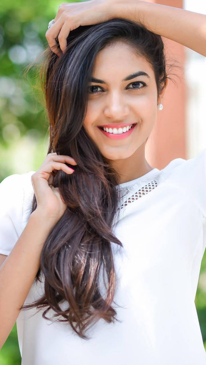 Ritu Varma Beautiful Pictures And Hd Wallpapers