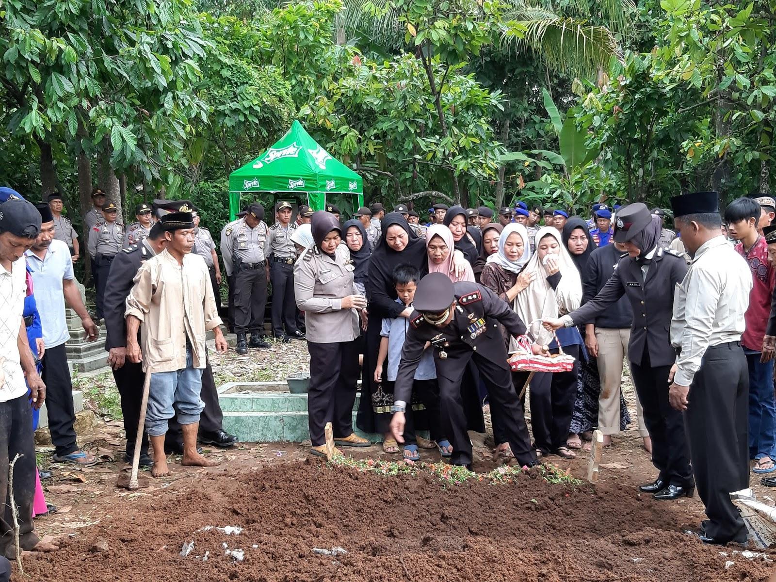 Sambil Terisak Pimpin Pemakaman Yaya Sudrajat, M. Syarhan: 3 Hari 3 Malam Beliau Evakuasi Korban Tsunami di Pulau