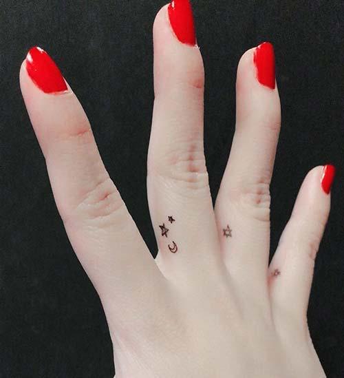 small moon star tattoo on finger küçük ay yıldız dövmesi parmak