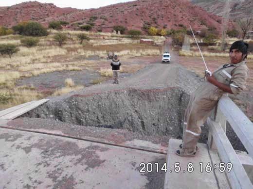 Erdrutsch bei einer Brückenauffahrt in Mojinete