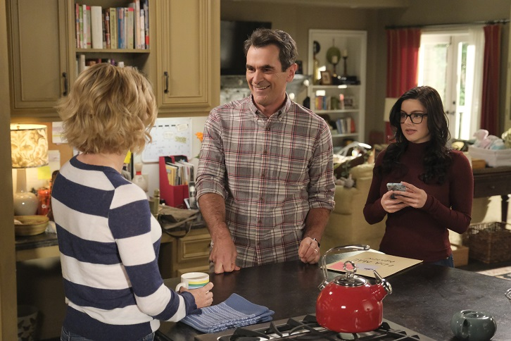 Modern Family - Episode 11.05 - The Last Halloween - Promotional Photos + Synopsis