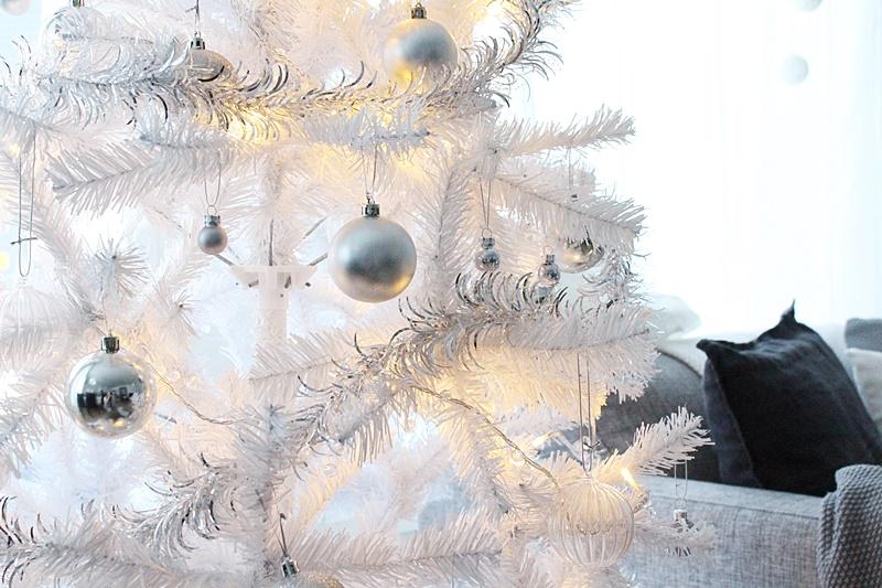 valkoinen joulukuusi white christmastree