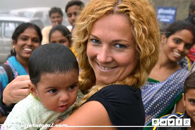 Con un pequeño indio en el Fuerte de Kumbhalgarh
