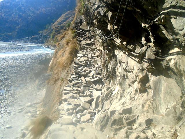 Scenic route of Manaslu trekking
