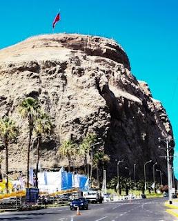 Foto del Morro de Arica con la bandera chilena