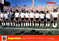 SELECCIÓN DE ARGENTINA - Temporada 1980-81 - Passarella, Gallego, Fillol, Tarantini, Olguín, Galván, Bertoni, Ramón Díaz, Maradona, Ardiles, y Kempes - ALEMANIA FEDERAL 1 (Hrubesch) ARGENTINA 2 (Kaltz p.p., Ramón Díaz) - 01/01/1981 - Copa de Oro de Campeones Mundiales, fase de grupos - Montevideo, Uruguay, estadio Centenario