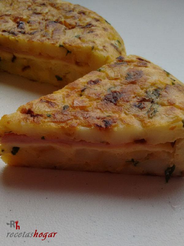Tortilla española con queso y jamón