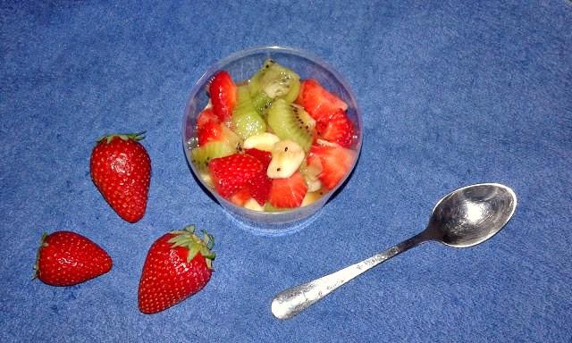 рецепт з полуницями і фруктами