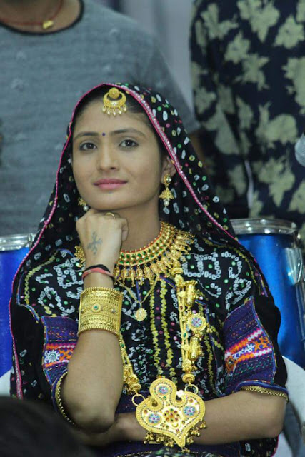 Geeta Rabari hd image photos Download