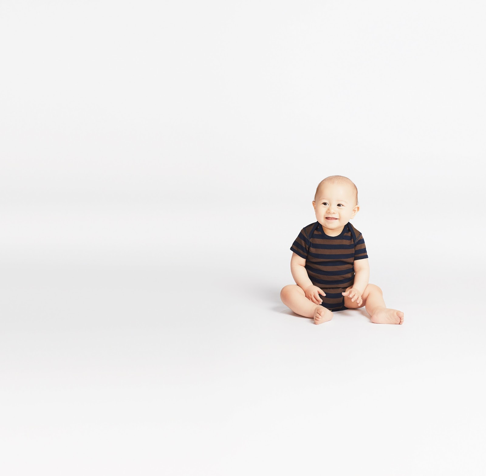 b00a65a7cefc42 This season, UNIQLO finally introduces a much awaited line to its LifeWear  line: the MATERNITY COLLECTION!