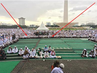 Ternyata Ini Alasan Mengejutkan Kenapa Shaf Paling Depan di Lokasi Aksi Bela Islam Ini Kosong!!