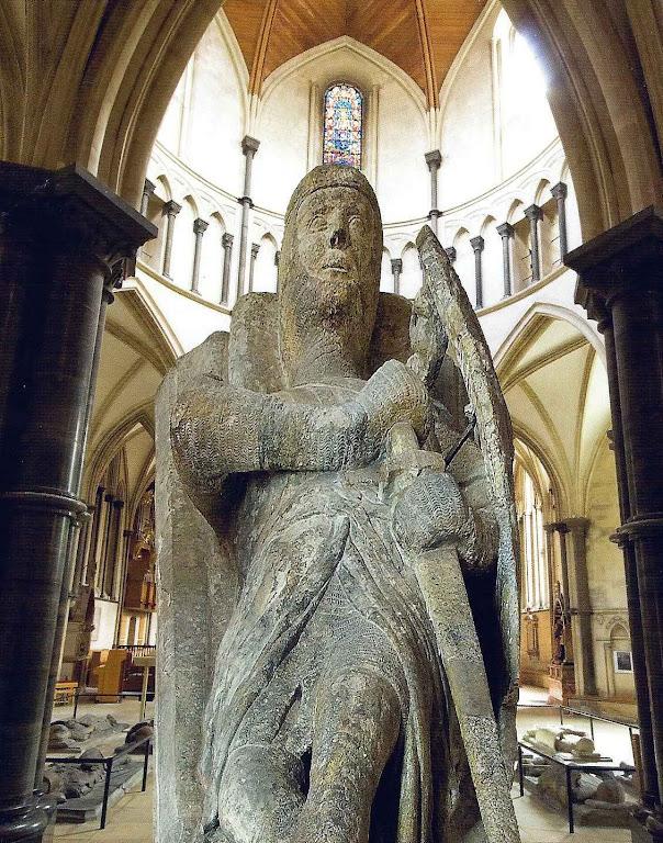Jazigo de um cavaleiro templário, Igreja do Templo, Londres. Fundo: a mesma igreja.