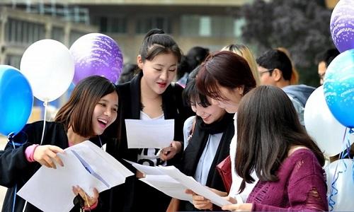 tan sinh vien lam thu tuc ho so nhap hoc - Hướng dẫn thủ tục nhập học, hồ sơ nhập học đại học 2017