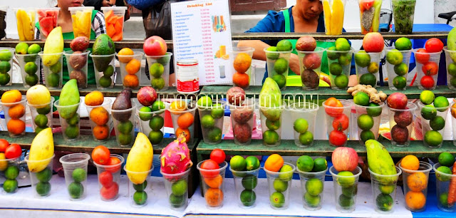 Vendor selling blended fruit drinks ນ້ໍາປັ່ນ