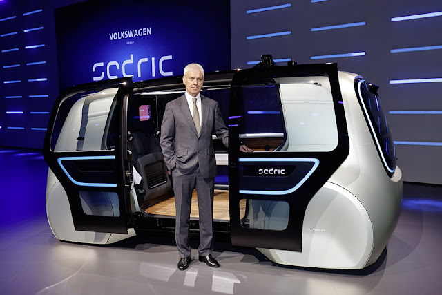 Image Attribute: Matthias Müller, CEO of the Volkswagen Group with Sedric, the first concept car from the Volkswagen Group / DB2017AL00189