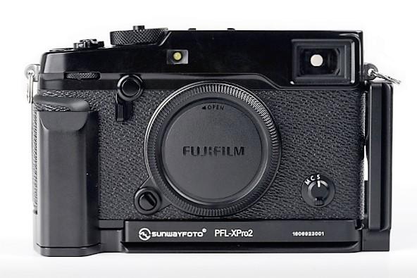 Sunwayfoto PFL-XPro2 L Plate w/ Grip on Fujifilm XPro2