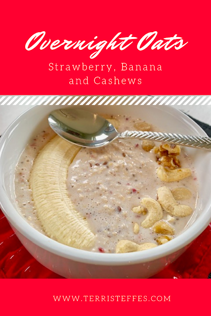 Overnight Oats with strawberries, banana and cashews