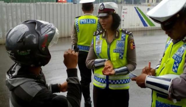 PENTING !! Bolehkah Jika Polisi Tilang di Lokasi yang Bukan Tempat Tugasnya ? Ini Jawabannya