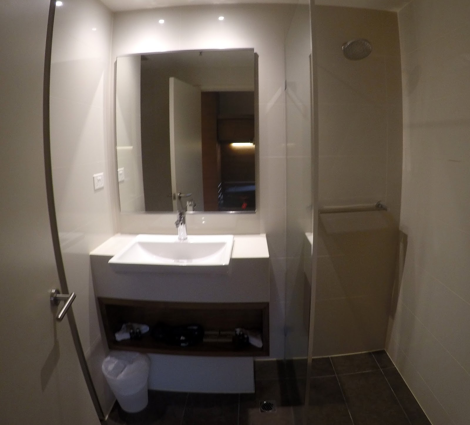 Melbourne Parkview Hotel Bathroom