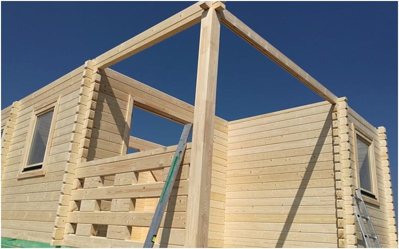 zdjecia z budowy domu drewnianego