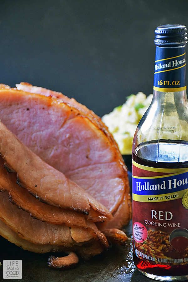 A stunning Honey Baked Ham is a classic holiday centerpiece that is an easy recipe to make at home. This recipe is perfect for Easter dinner, Christmas, or even Thanksgiving! #LTGrecipes
