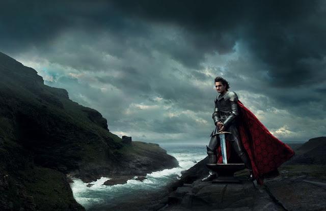 O tenista Roger Federer interpreta o Rei Arthur.
