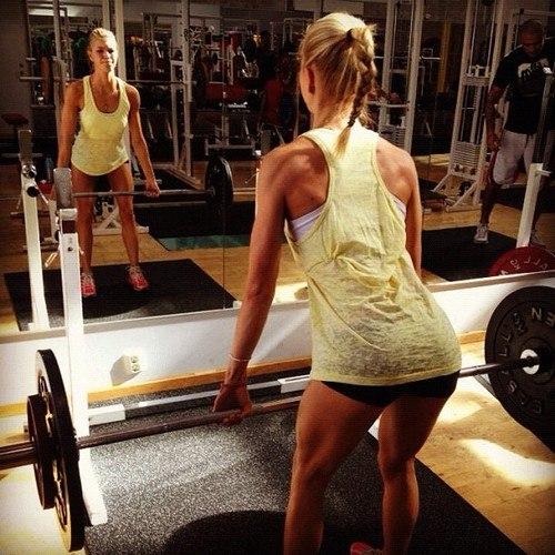 Жінки, які тренуються в залі не заради змагань