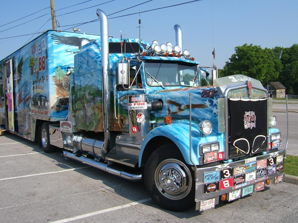 تحميل لعبة الشاحنات king of the road