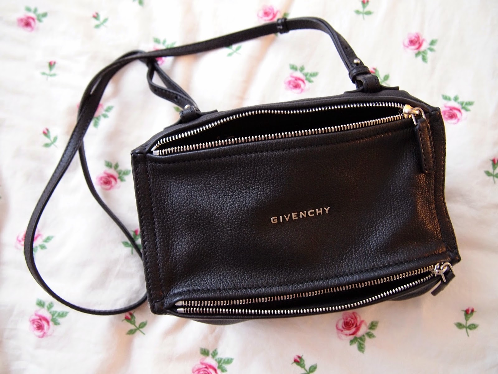 Givenchy Mini Pandora Messenger Bag in Black + Farfetch Review ... 98efc0fe6ddae