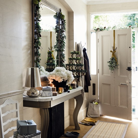 Home Interior Design Ideas Hall: New Home Interior Design: Timeless Christmas Decorating