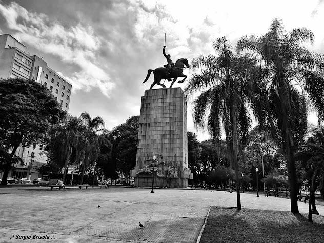 Panoramica da Praça Princesa Isabel e Monumento Duque de Caxias - Campos Elíseos