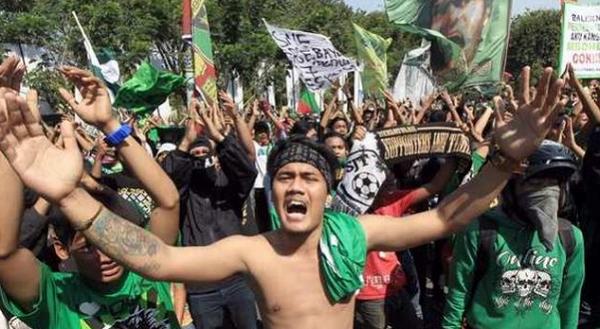 Bonek Siap Demo Protes Jadwal Liga 2 yang Main Hari Senin Sampai Kamis Saja