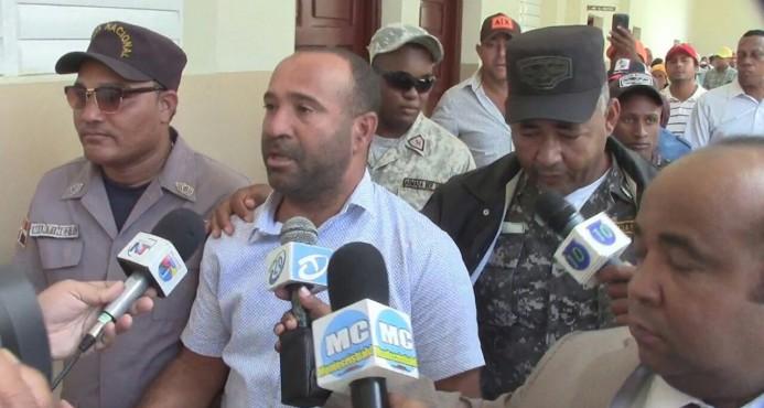 Dictan tres meses de prisión preventiva contra alcalde de Villa los Almácigos por convivir con una menor.