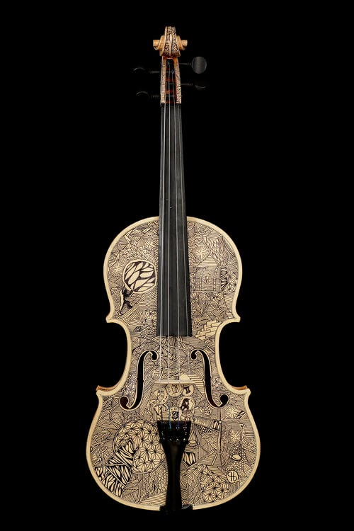 04-Avarizia-avarice-Leonardo-Frigo-Freehand-Drawings-on-Violins-www-designstack-co