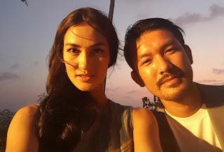Atiqah Hasiholan pemeran Asna Ok jek