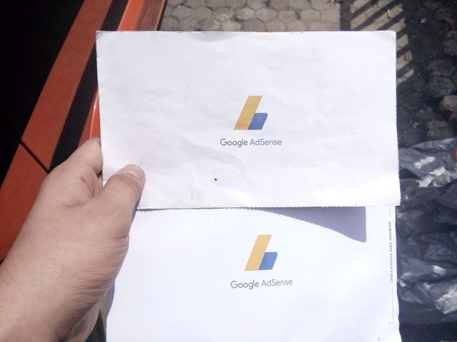 Lagi asik diskusi di lembaga Blogger Indonesia ada yang bertanya pada admin ShukanBunshun Pengalaman Ambil Uang Gajian Google Adsense via Western Union