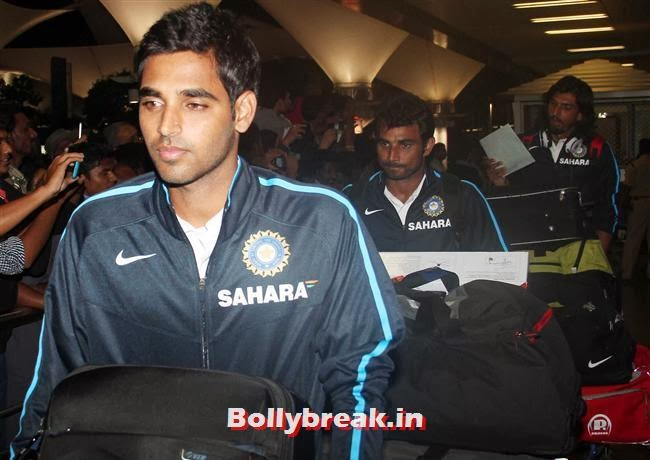 Bhuvneshwar Kumar, Indian Cricket Team Return from South Africa at Mumbai Airport