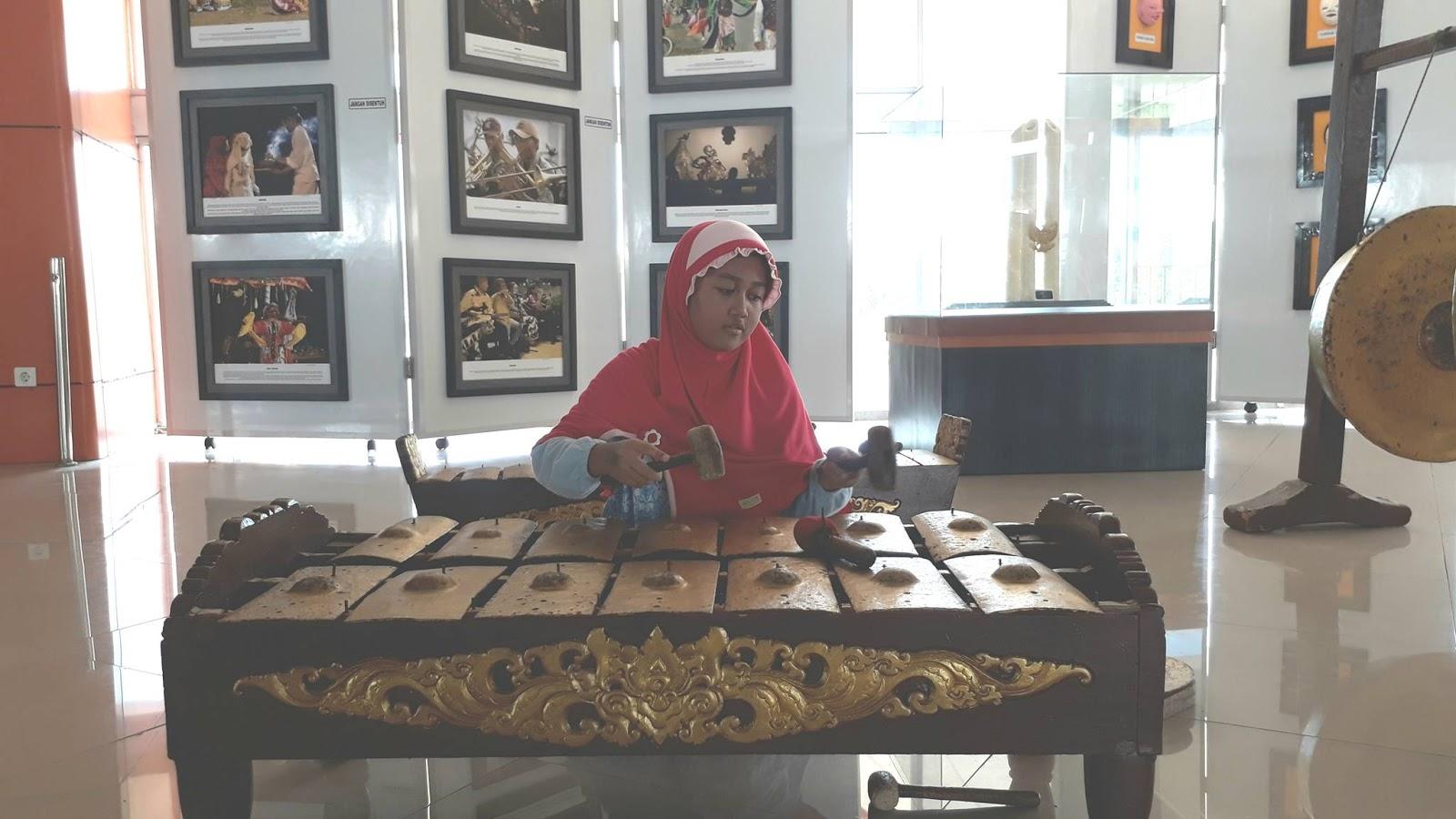 Mengenal Kesenian Tradisional Daerah Kabupaten Indramayu