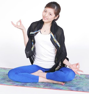 Honami Tsuboi Doing Yoga Pose