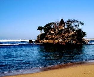 Pantai Bale Kambang jawa timur