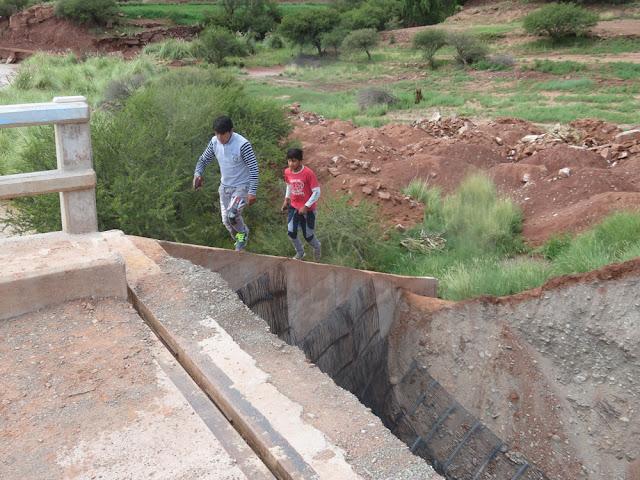 Brücke von Mojinete ... auf dem Zementstück laufe ich natürlich nicht mehr