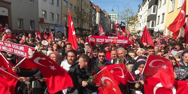 https://www.express.de/koeln/-beschuetzer-der-moslems--das-sagen-die-erdogan-anhaenger-in-koeln-31370450?originalReferrer=