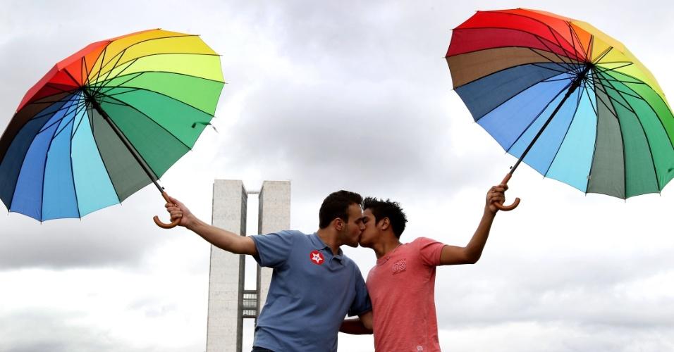 Discriminação contra LGBT cai no DF, mas ainda é grave, indica pesquisa