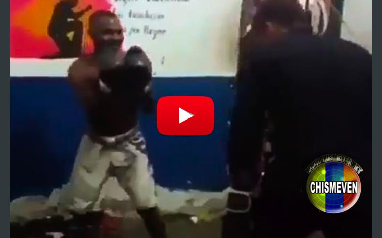 Así se divierten los funcionarios custodiando a los presos y boxeando con ellos